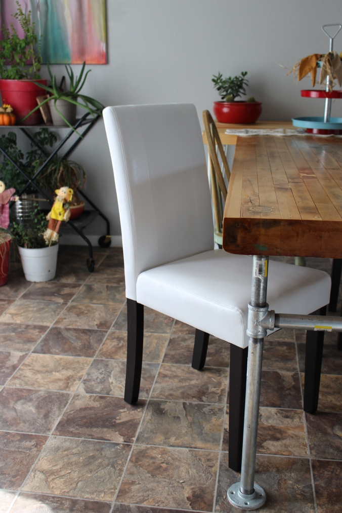 the happy crazy house dining table chairs
